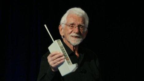 मोबाइल फ़ोन का आबिस्कार कब और किसने किया था?